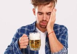 每年70万国人把命喝没了,医生曝光原因:四种错误喝法很伤身