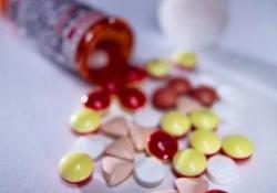 "服用<font color=""red"">抗精神病药</font>,需警惕高催乳素血症"