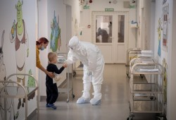 Nature:COVID-19研究进展盘点——受COVID-19袭击的孩子表现出独特的免疫特征!