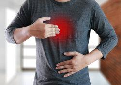 """烧心、干咳困扰数年,看了6个<font color=""""red"""">科室</font>都没找到病因!原来是胃液走错路"""