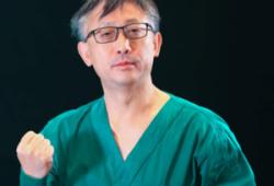 """敢与""""死神""""叫板的ICU专家 荣获全国抗疫先进个人"""