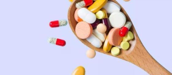 膝关节炎痛痛痛!吃葡糖胺+硫酸软骨素+透明质酸补充剂靠谱吗?