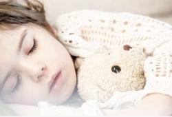 """JAMA Network: 医院的灯光和噪音是导致孩子睡眠不足的两大""""罪魁祸首"""""""