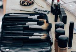 《化妆品禁用原料目录》