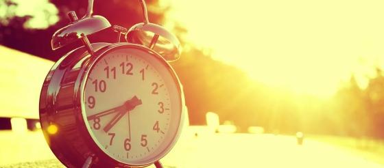 你几点睡觉?84万人基因研究发现,睡眠中点提前一小时可将抑郁风险降低23%