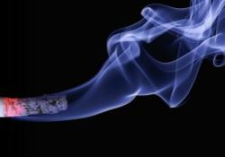 "JAMA Netw Open:2020年美国<font color=""red"">青少年</font>电子烟使用行为特征"