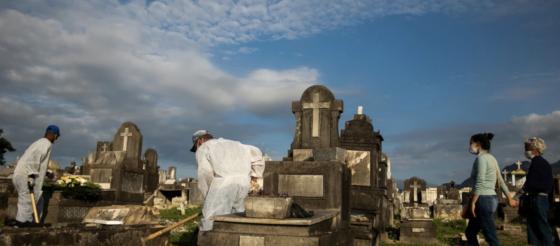巴西新冠病毒死亡人数超过50万