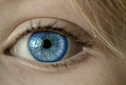 近视低龄化逐年上升,国家卫生健康委等8部门联合发布《儿童眼保健及视力检查防控指南》