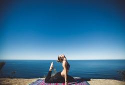 Nutr Metab:改善乳腺癌幸存者身心健康和免疫状态组合利器:瑜伽+高剂量维D!