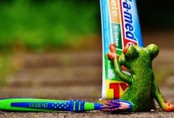 PloS One:选对牙膏漱口水就能防新冠!来看看你家牙膏含这6种成分吗?