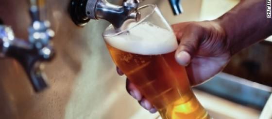 BMC MED:适度饮酒可能降低心血管患者死亡风险