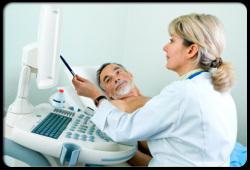 声音嘶哑检查竟是喉癌,医生提醒:出现这些症状要小心