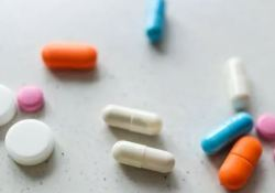 """2020年4月,欧洲人用药品委员会(<font color=""""red"""">CHMP</font>)推荐八种药物以供批准"""