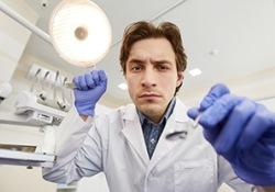 "Tonetti教授发文,十年随机对照试验结果为重度牙周炎无望牙的""拔与留""提供原则性指导"