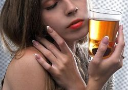 "JAAD:喝酒可能导致女性<font color=""red"">酒渣鼻</font>!"