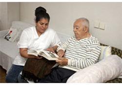 中国老人平均8年带病生存 养老不是简单的医疗问题